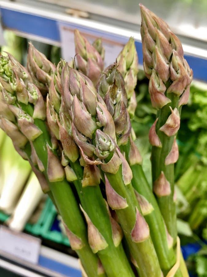 Närbildgrupp av grön sparris, hälsosam mat royaltyfri fotografi