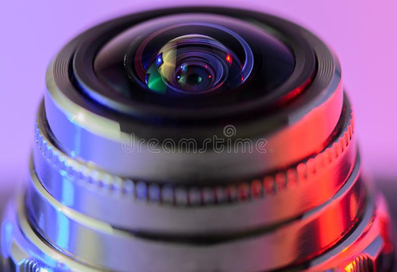 Närbildkameralins med blått-röd belysning horisontalphot royaltyfria bilder