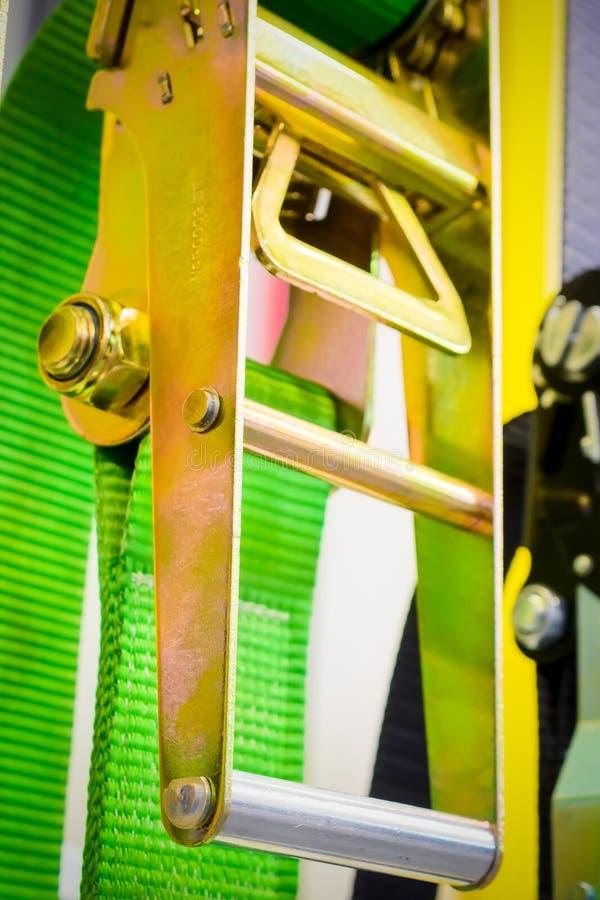 Närbildlåsmekanism av spärrhjulen bind ner eller najning arkivfoton