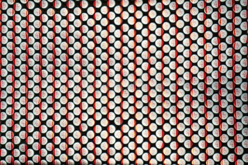 Närbildmakro av nära arrangera i rak linje delar för elektronik för maskinvara för kommunikationer för elektrolytiska kondensator royaltyfri foto