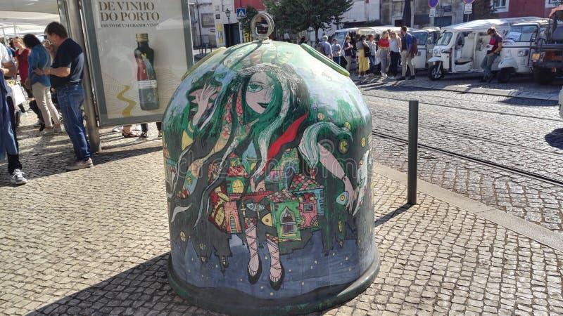 Närbildsikt av artfully skräddarsy exponeringsglassamlingspunkt i Lissabon, Portugal, Europa royaltyfri fotografi