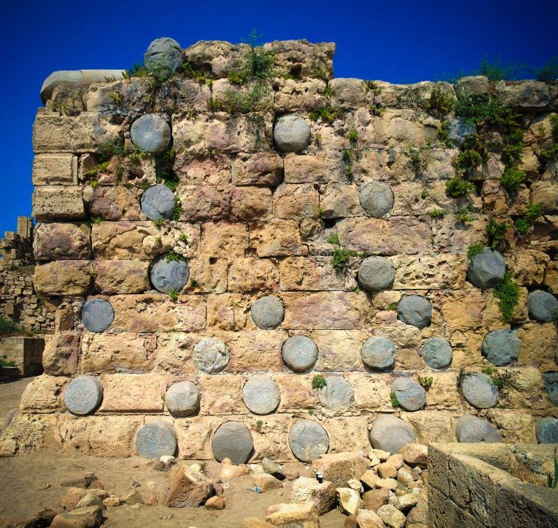 Närbildsikt till väggen av den Sidon havsslotten, Libanon arkivfoto