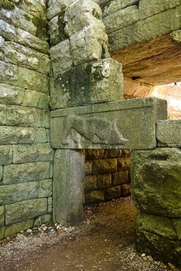 Närbildsikten till fördärvar av Lion Gate den forntida staden av Butrint, Sarande, Albanien royaltyfri fotografi