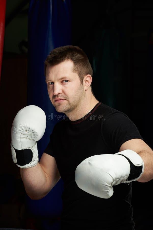 Närbildstående av den manliga boxaren arkivfoto