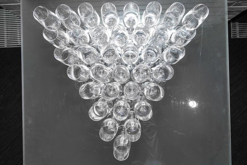 Närbildtriangel av den tomma bästa sikten för vinexponeringsglas fotografering för bildbyråer
