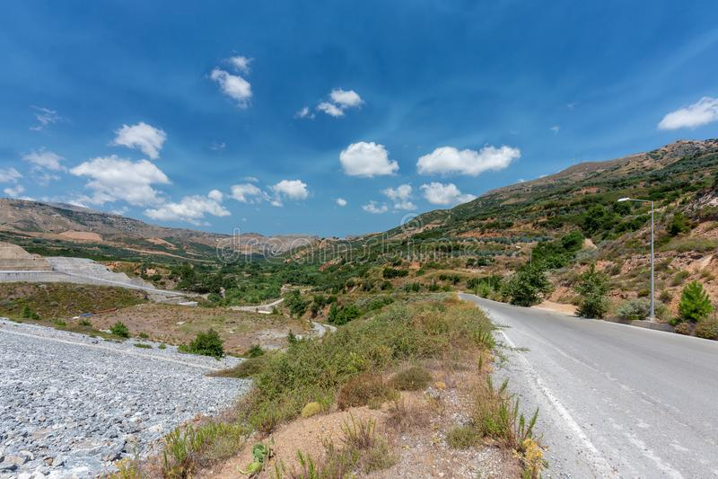 Närliggande område av Potami fördämning sjön, Kreta, Grekland royaltyfri foto