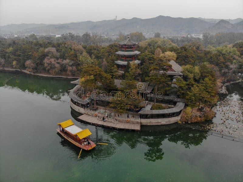 Nästa små paviljonger för flyg- sikt sjön inom den imperialistiska sommarslotten fotografering för bildbyråer