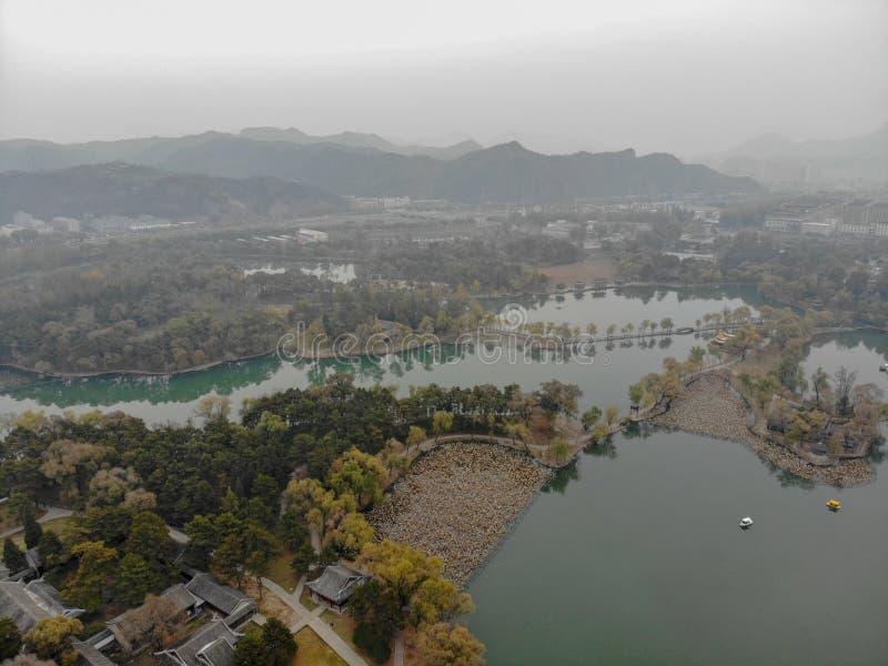 Nästa små paviljonger för flyg- sikt sjön inom den imperialistiska sommarslotten arkivbild