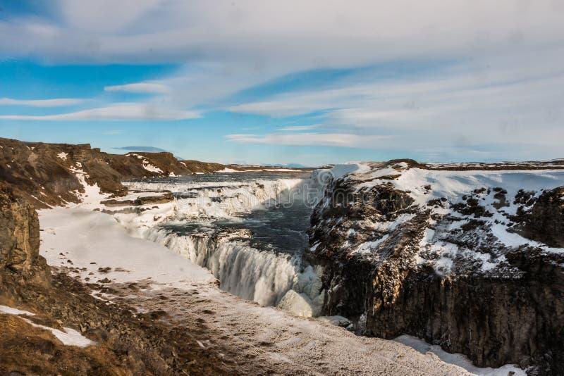 Nästan djupfryst Gullfoss vattenfall royaltyfri fotografi