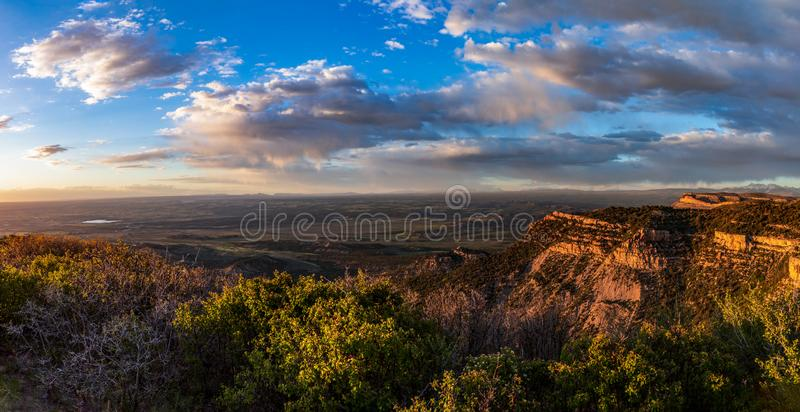 Nästan förbiser solnedgången som är geologisk, Mesa Verde National Park, Colorado, USA arkivfoto