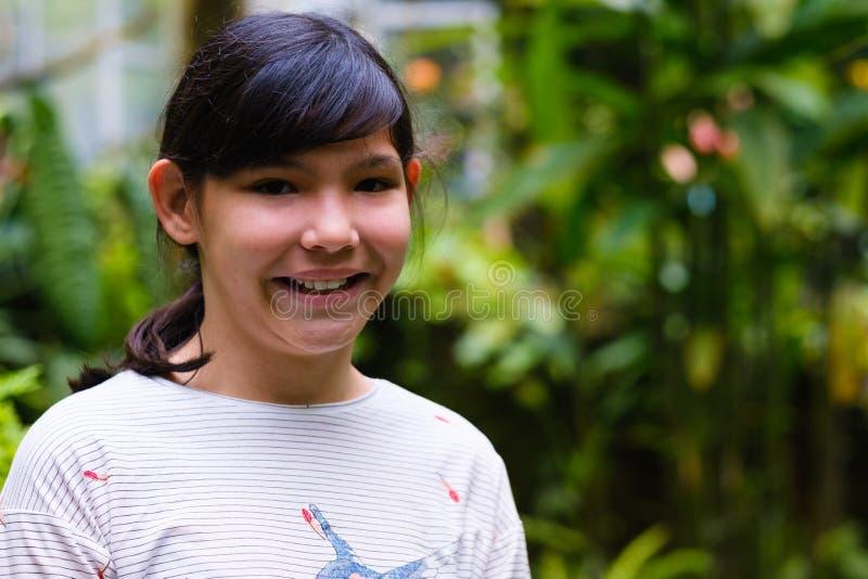 Nätt asiatisk flicka arkivfoton