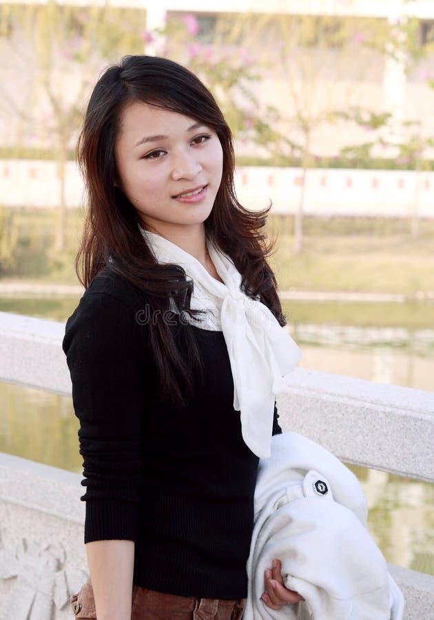 nätt asiatisk flicka royaltyfri foto