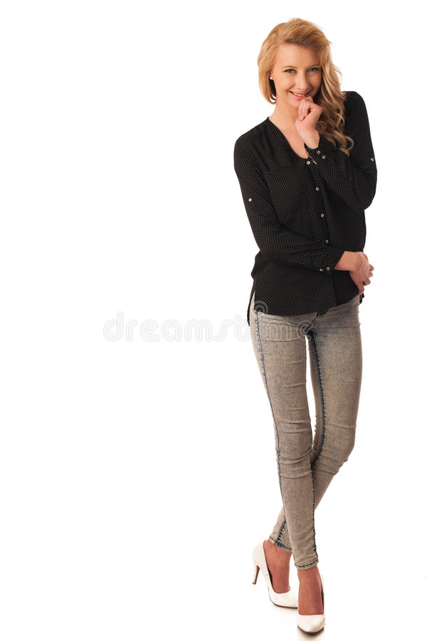 Nätt eftertänksam caucasian blond affärskvinna som ser in i kopia royaltyfria bilder