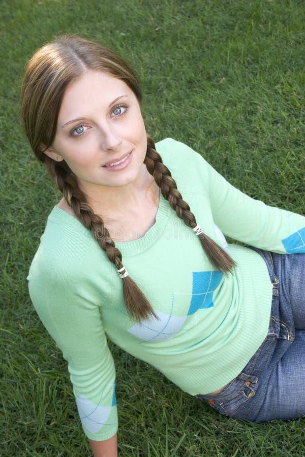 Download Nätt flicka arkivfoto. Bild av gräs, kvinnor, hår, green - 282754