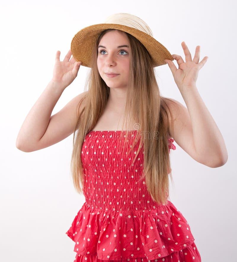 Nätt flicka i sommarklänning royaltyfri fotografi