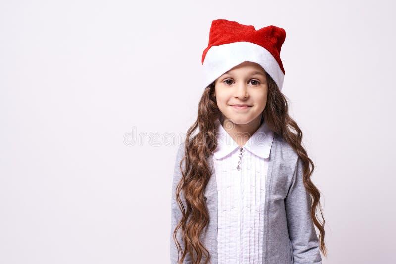 Nätt flicka kan ändra jul, eps-mapp somhatten har i lager dig Vit bakgrund fotografering för bildbyråer