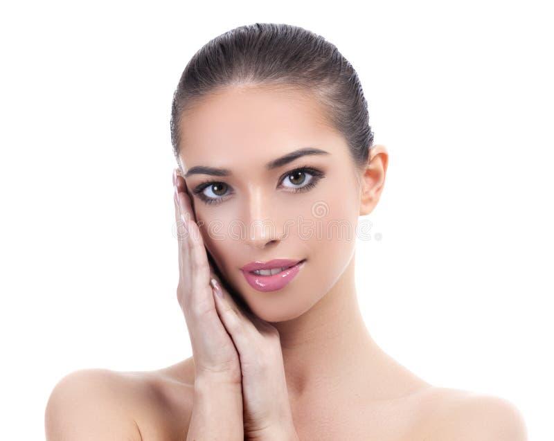 Nätt flicka med ren och ny hud Begrepp för hudomsorg royaltyfria bilder