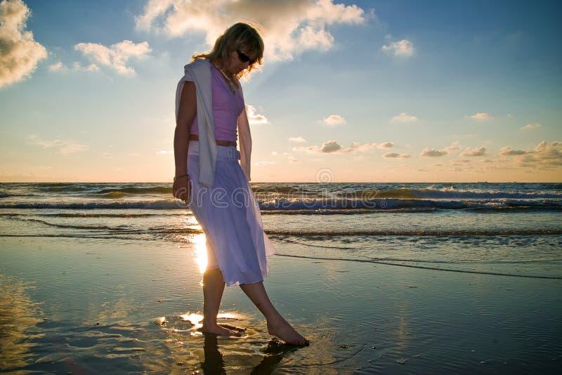 nätt hav för flicka royaltyfri fotografi