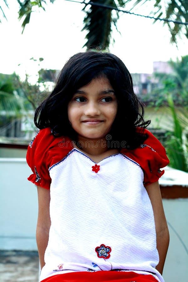 Nätt indisk flicka   royaltyfri bild