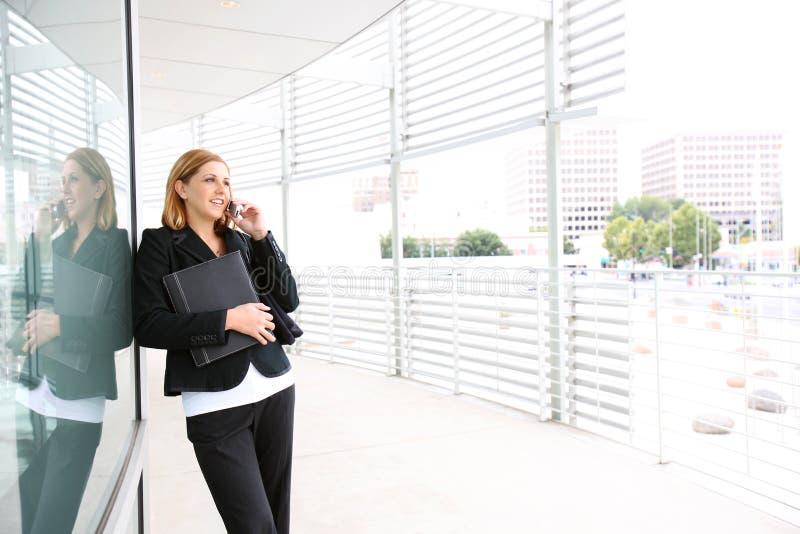nätt kvinna för affärskontor royaltyfri bild