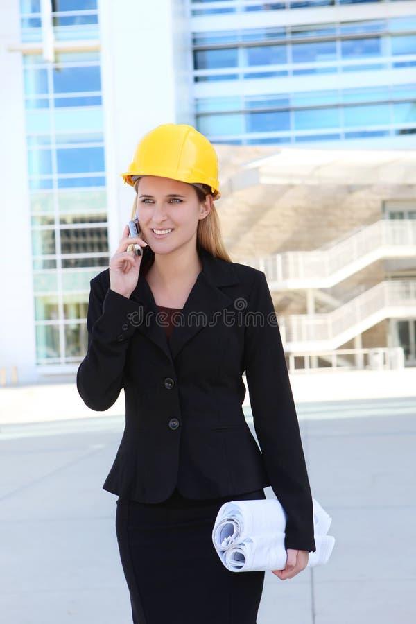 nätt kvinna för arkitektaffär arkivbild