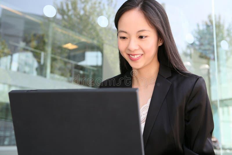 nätt kvinna för asiatisk affär royaltyfri foto