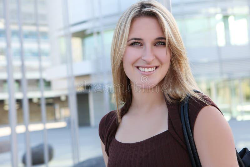 nätt kvinna för blond affär arkivfoton