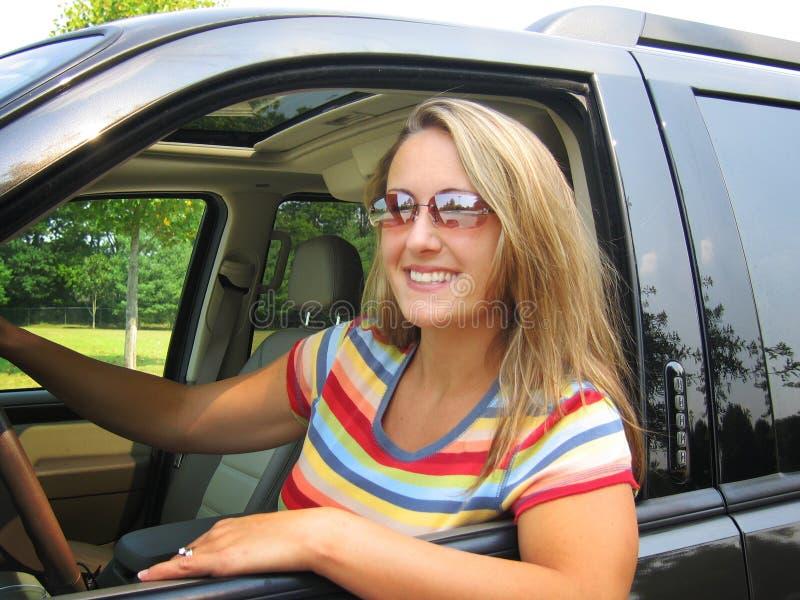 nätt kvinna för chaufför arkivfoto