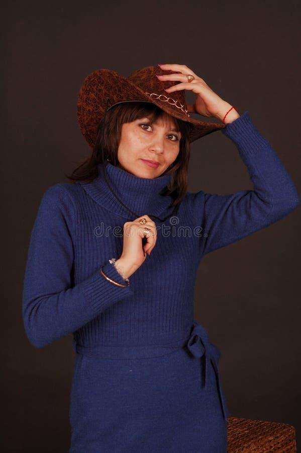 nätt kvinna för cowboyhatt arkivfoton