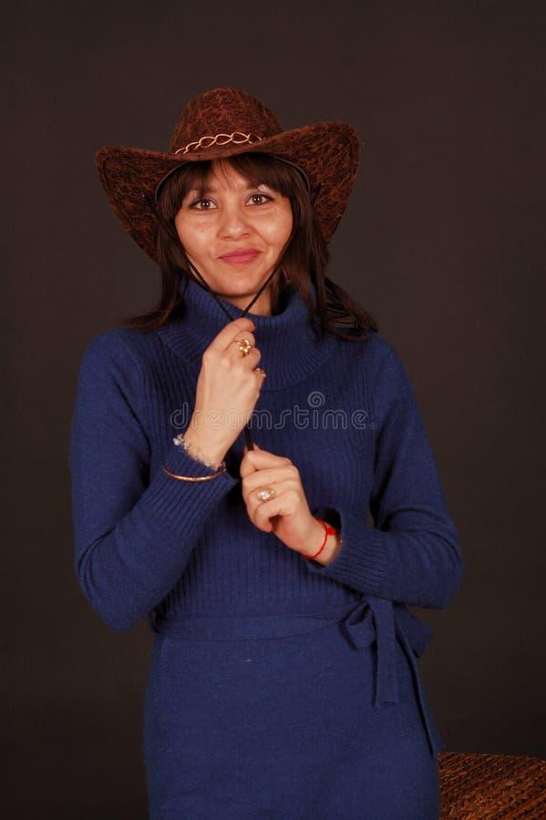 nätt kvinna för cowboyhatt royaltyfria bilder