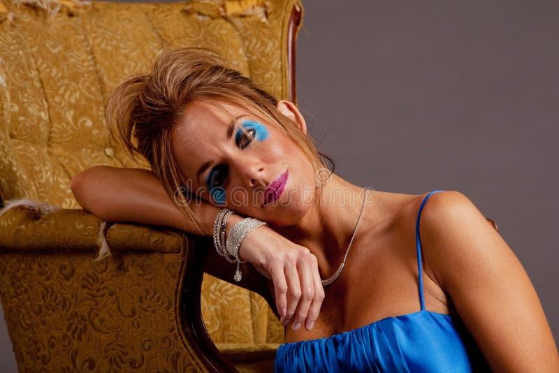 nätt kvinna för klänning royaltyfria bilder