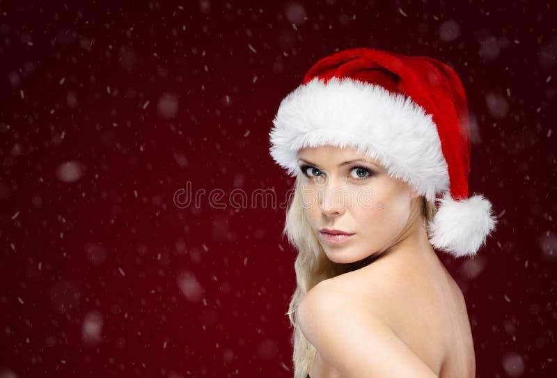 Nätt kvinna i jullock royaltyfria foton