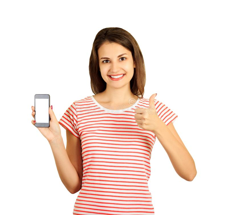 Nätt le kvinna som visar upp en tom lodlinje den smarta den telefonskärmen och tummen emotionell flicka på vit bakgrund arkivfoto