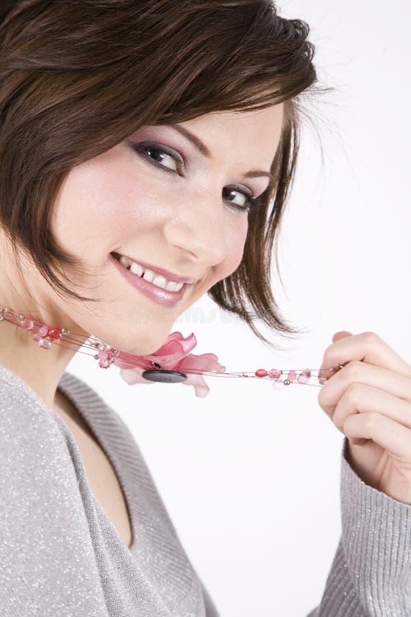 nätt leende för härlig brunett royaltyfri bild