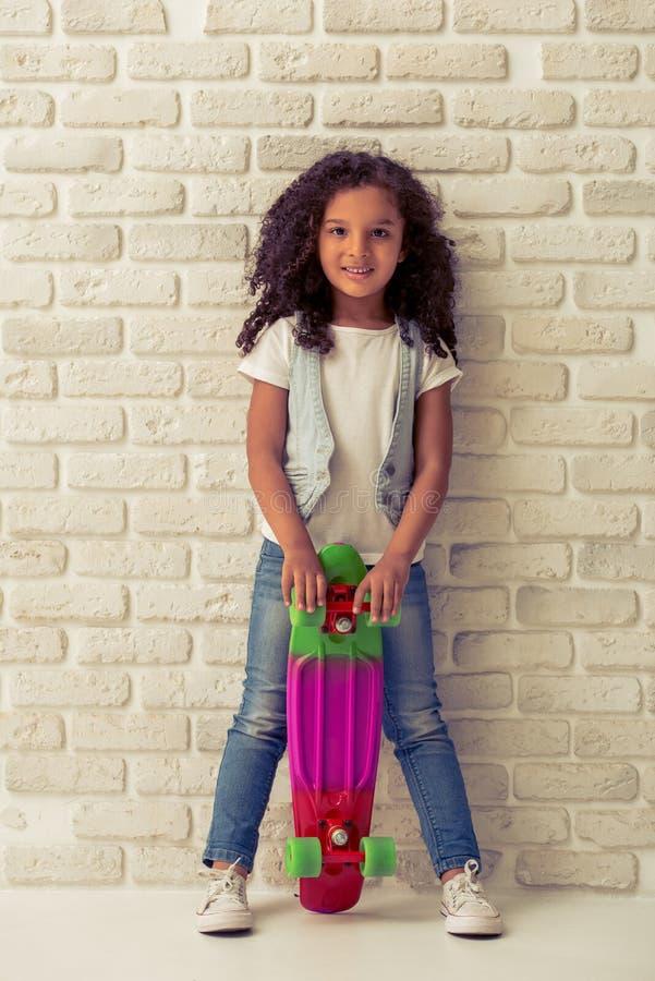 Nätt liten afro- amerikansk flicka fotografering för bildbyråer