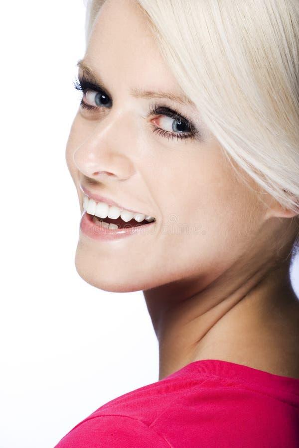 Nätt livlig ung blond kvinna royaltyfria bilder