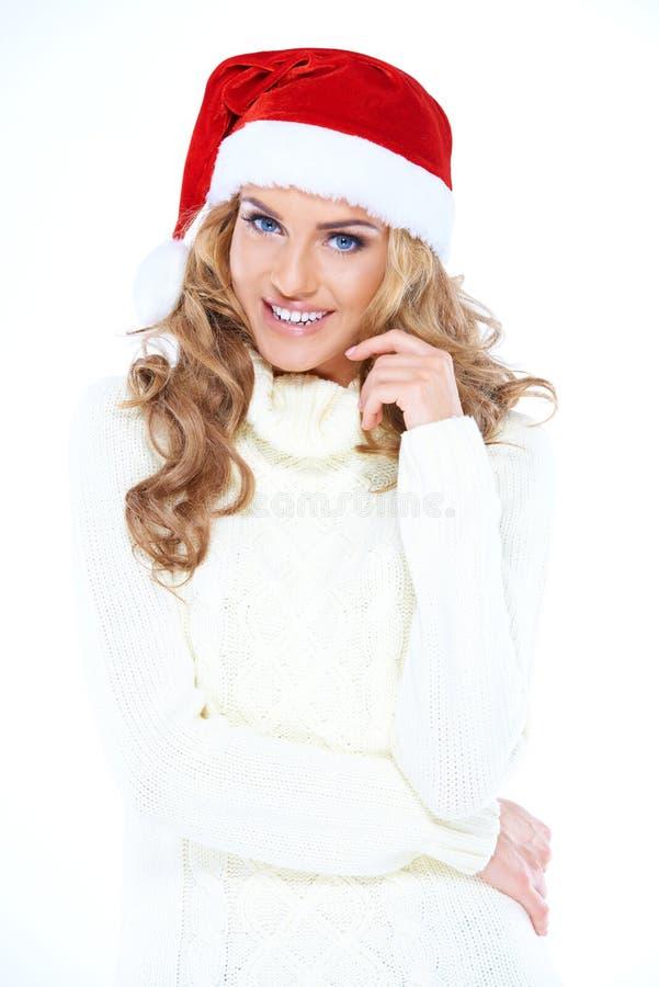 Nätt lycklig kvinna som firar jul royaltyfri bild
