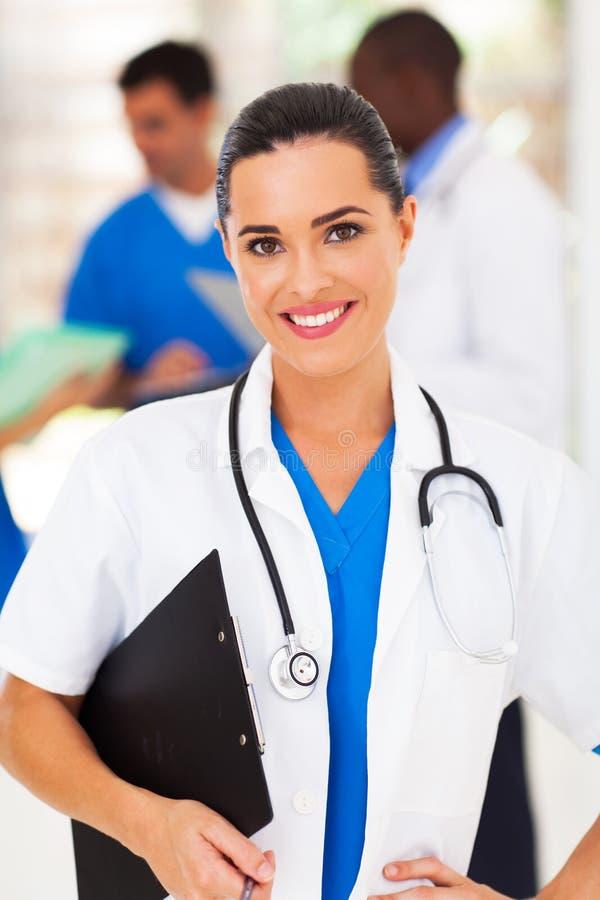 Nätt medicinsk arbetare royaltyfria bilder
