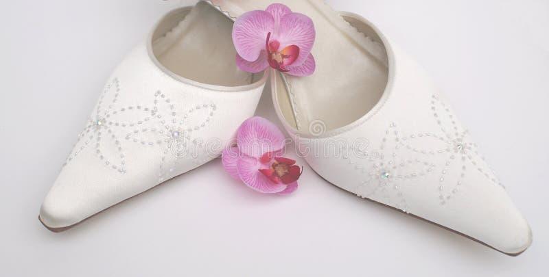 nätt satäng shoes bröllop arkivfoto