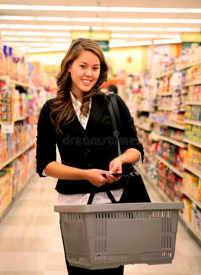 nätt shoppingkvinna royaltyfri bild