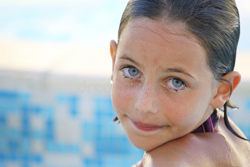nätt simning för barn royaltyfria foton