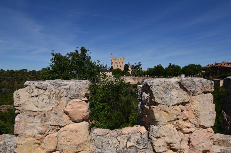 Nätt skott från väggarna av slottuppehället av Segovia Arkitekturhistorielopp royaltyfri fotografi