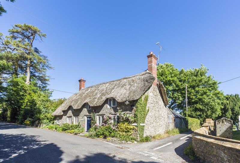 Nätt stuga i det Thomas Hardy landet, Dorset, söder-västra England arkivbilder