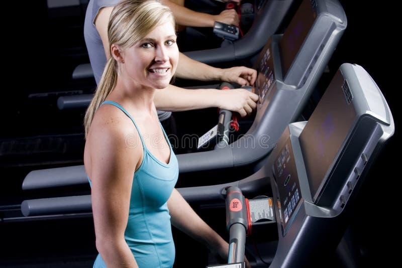 nätt treadmill för flicka royaltyfria foton
