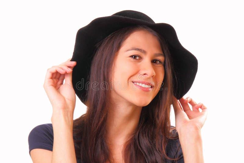 Nätt ung kvinna i en svart hatt arkivbilder