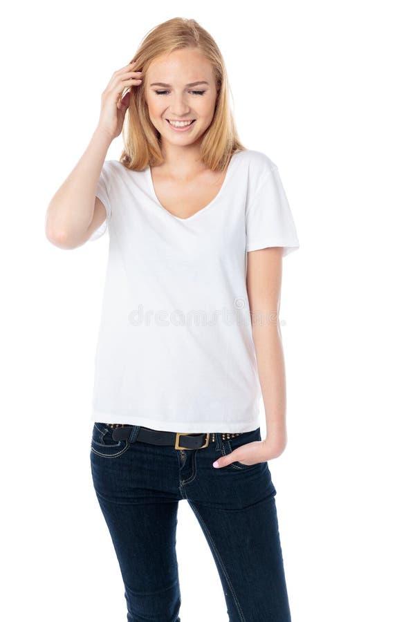 Nätt ung kvinna som ner ser arkivfoto