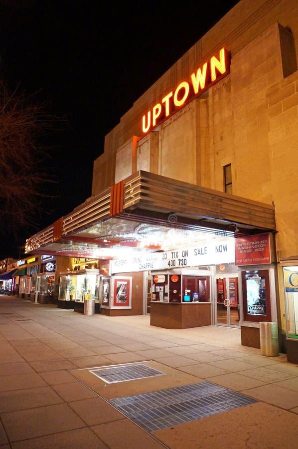 Nätt Uptownfilmteater på natten fotografering för bildbyråer