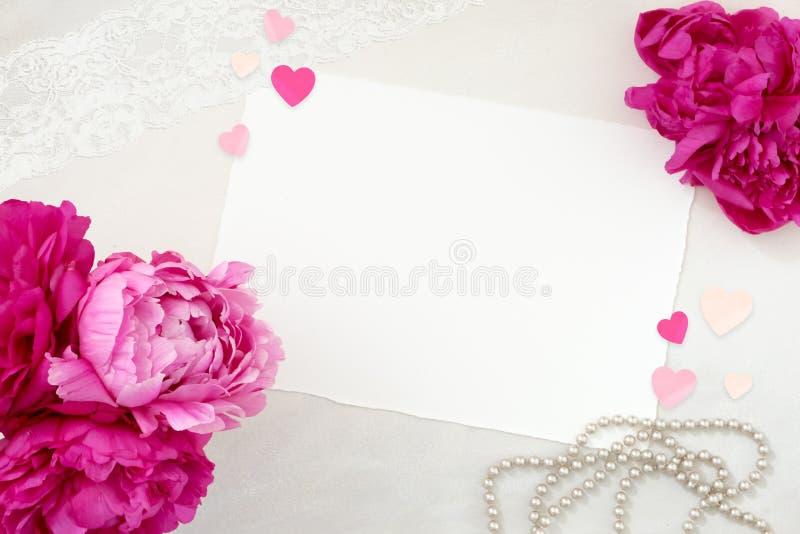 Nätt utformat brevpappermodellfotografi royaltyfri foto