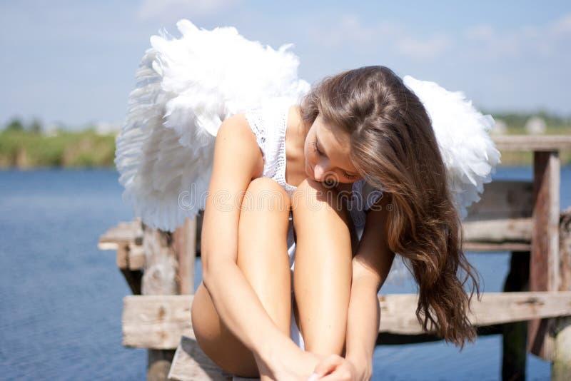 nätt vingkvinna för ängel arkivbild