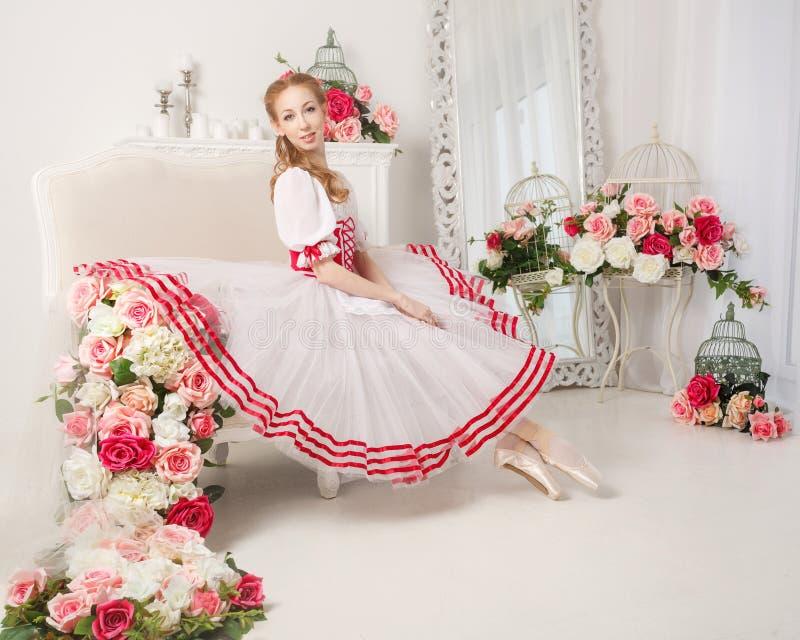 Nätta ballerina- och vårblommor royaltyfria bilder